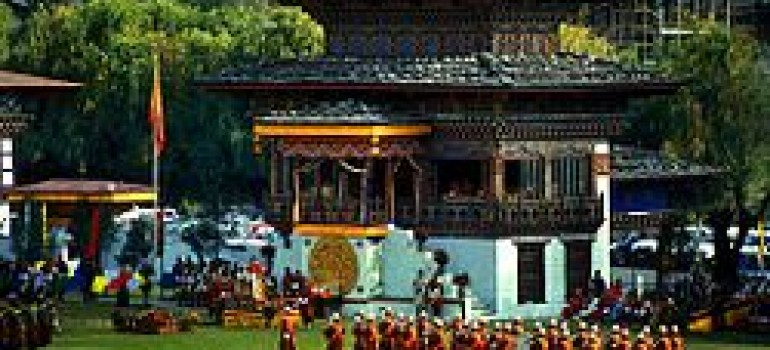 PASTORE PICCHIATO E MINACCIATO DI MORTE IN BHUTAN