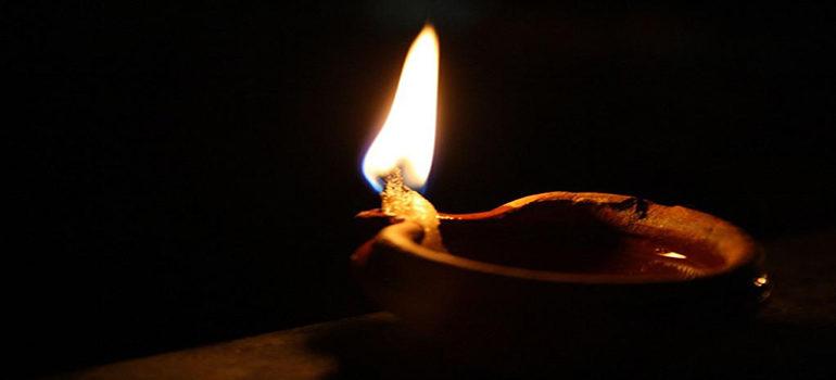 MEDITAZIONE DEL GIORNO: LAMPADE SPLENDENTI