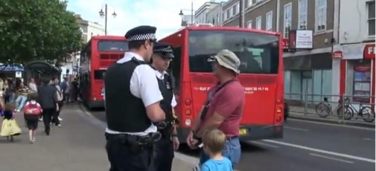L'omosessualità è peccato! Predicatore arrestato a Londra