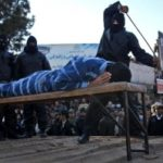 Iran, ottanta frustate a testa per quattro cristiani: per aver bevuto vino nella S.Cena